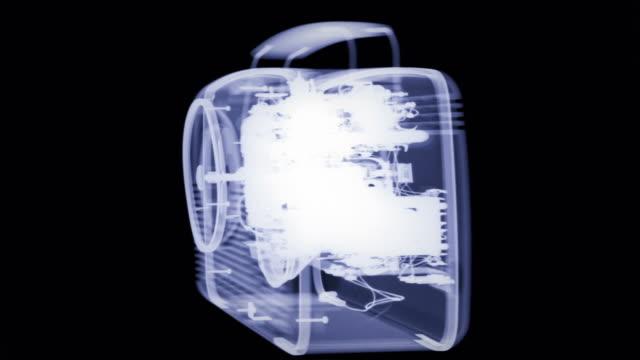 radiographic video of a transistor radio - 科学写真技術点の映像素材/bロール