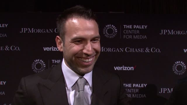 vídeos y material grabado en eventos de stock de interview rafael amaya looks up to gloria emilio estefan says he saw the musical step up and that they are like the couple that he wants to be at... - emilio estefan