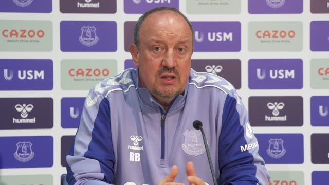 vidéos et rushes de rafael benitez addresses the media during his first press conference as everton manager at usm finch farm on july 14, 2021 in halewood, england. - everton