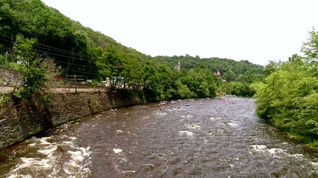 rafting at the lehigh river near by jim thorp (mauch chunk), carbon county, poconos region, pennsylvania - pursuit sports competition format stock videos & royalty-free footage