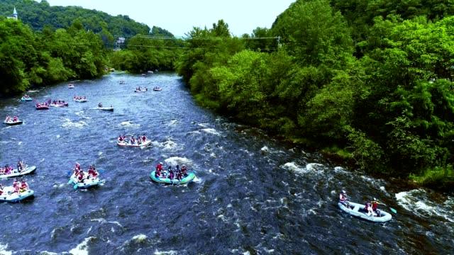 Rafting am Lehigh River in der Nähe von Jim Thorpe (Mauch Chunk), Carbon County, Poconos Region, Pennsylvania