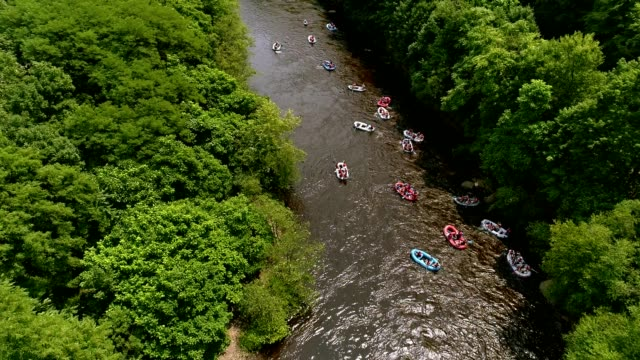 rafting at the lehigh river near by jim thorp (mauch chunk), carbon county, poconos region, pennsylvania - rafting stock videos and b-roll footage