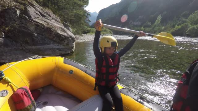 ms pov rafting down river - giacca di salvataggio video stock e b–roll