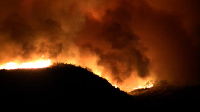 Raging Wildfire en Hills (HD