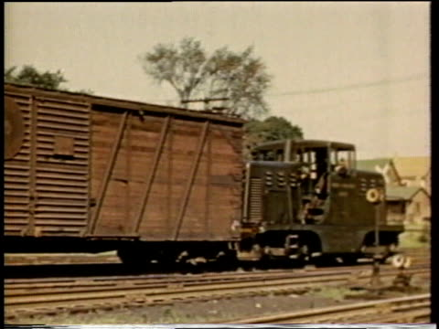 1941 MONTAGE rail cars being connected / United States