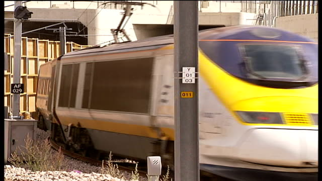 channel tunnel link safety warnings eurostar train along - eurostar stock-videos und b-roll-filmmaterial