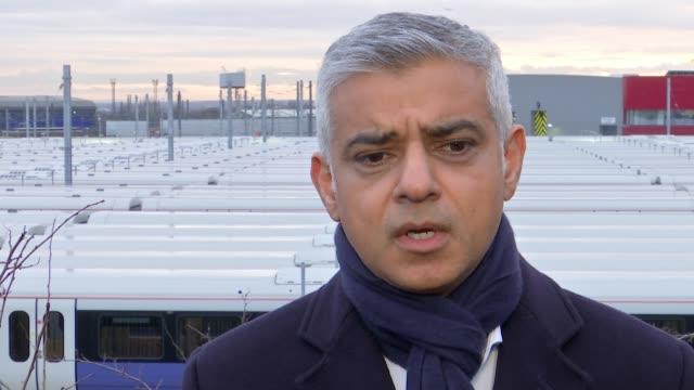 crossrail completion date delayed indefinitely uk london sadiq khan mike brown and sue terpilowski interviews / crossrail trains at old oak common... - クロスレール路線点の映像素材/bロール