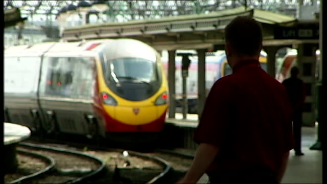 rail fares set to rise by average of 6.2 per cent; lib london: int trains leaving main line station r24011204 northumberland: berwick on tweed: ext... - northumberland video stock e b–roll