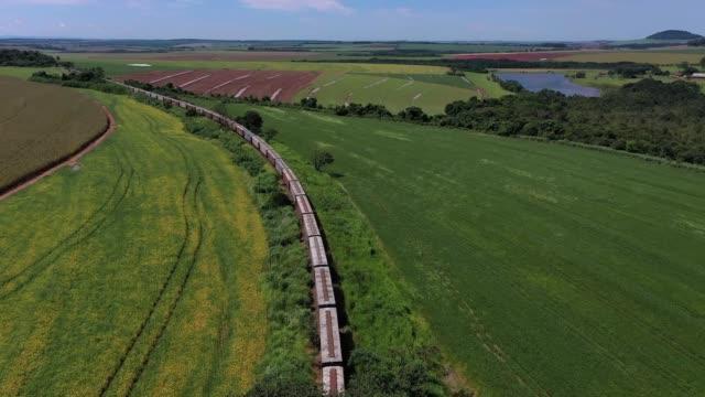 stockvideo's en b-roll-footage met goederenvervoer per spoor - railway track