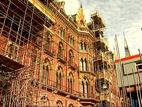 vídeos de stock e filmes b-roll de general views of st pancras station during renovation and surrounding kings cross area ext st pancras building with scaffolding / derelict takeaway... - road junction