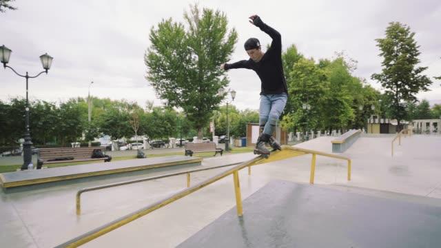 stockvideo's en b-roll-footage met rail grind slow motion b - skateboardpark
