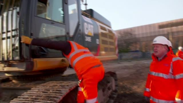 hs2 boris johnson gives goahead to highspeed rail line england birmingham ext boris johnson mp chatting with hs2 worker by jcb digger alongside sajid... - construction site stock videos & royalty-free footage