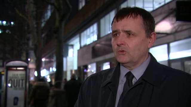vidéos et rushes de two tube unions call off planned strike; england: london: ext / night john leach interview sot - i'd rather not say either way really, the union's... - take that