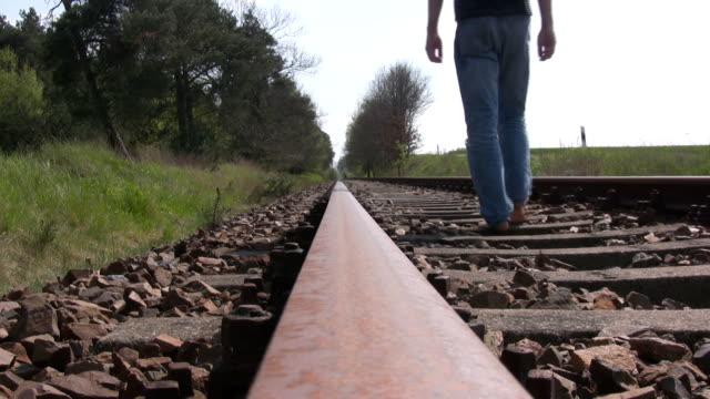 vídeos de stock e filmes b-roll de caminho-de-ferro - reclusão
