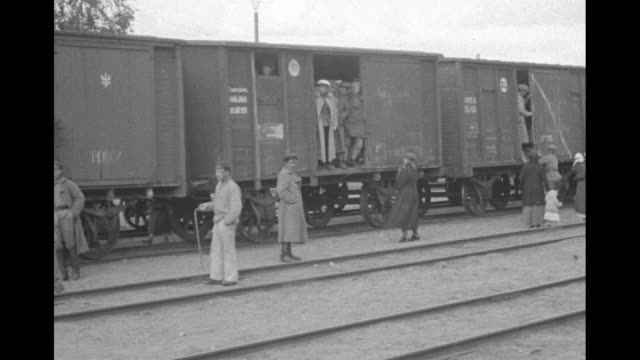 railroad boxcars packed with russian famine refugees / vs a family eats bread two of the children chewing / a gaunt peasant in bedraggled pants and... - c119gs stock videos & royalty-free footage
