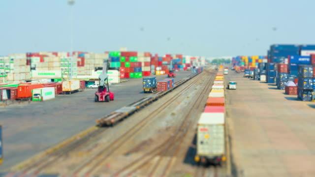 zug cargo schiff - güterzug stock-videos und b-roll-filmmaterial