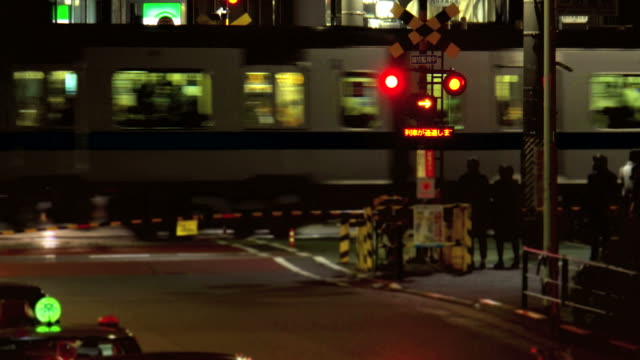Bahnübergang bei Nacht