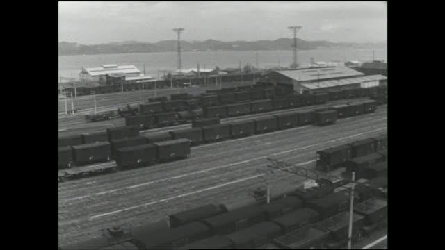railroad freight cars are in fukuoka's moji railroad yard. - 操車場点の映像素材/bロール