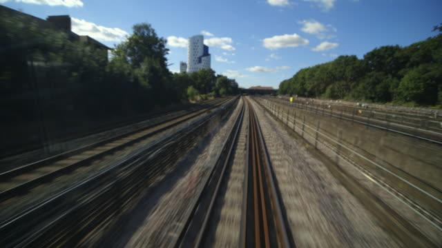 vídeos y material grabado en eventos de stock de ws pov railroad track / london, england, united kingdom - perspectiva desde un tren