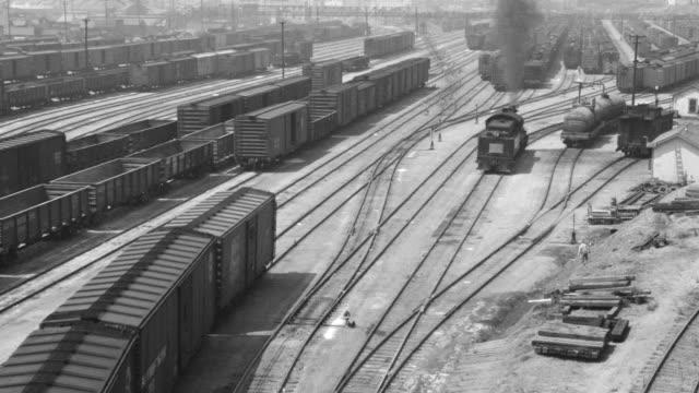 vídeos y material grabado en eventos de stock de ws railroad tracks and train cars and boy walking across tracks - un solo adolescente