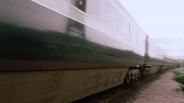 vidéos et rushes de montage railroad worker safety / united kingdom - panoramique rapide