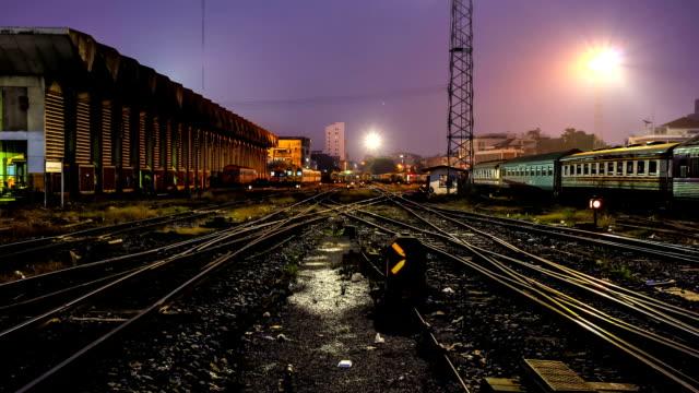 bahnhof junction, zeitraffer bei dämmerung - train vehicle stock-videos und b-roll-filmmaterial