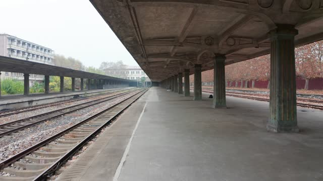 railway station and train at autumn - bahnreisender stock-videos und b-roll-filmmaterial