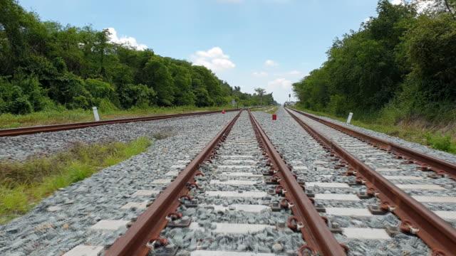 eisenbahngleise - schienenverkehr stock-videos und b-roll-filmmaterial
