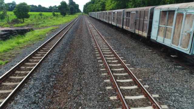 vídeos de stock e filmes b-roll de railway train. - via férrea