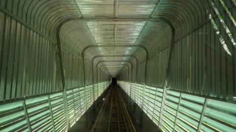 - tunnel - eurotunnel folkestone stock-videos und b-roll-filmmaterial