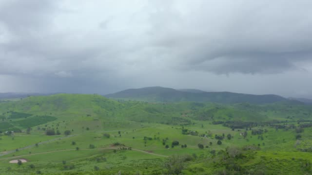 vídeos y material grabado en eventos de stock de rain cloud - valle