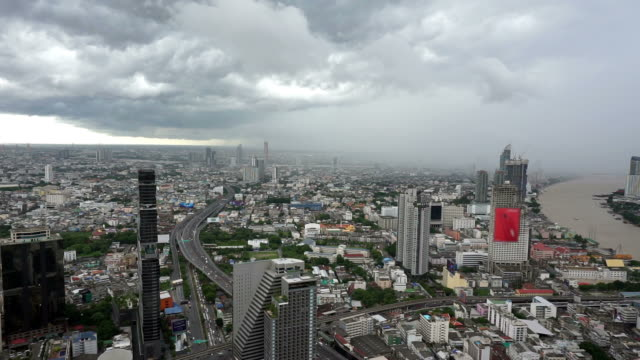 vídeos de stock e filmes b-roll de rain clouds over bangkok city - cinzento
