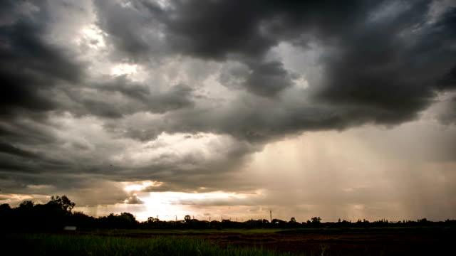 vidéos et rushes de nuages de pluie - ciel orageux