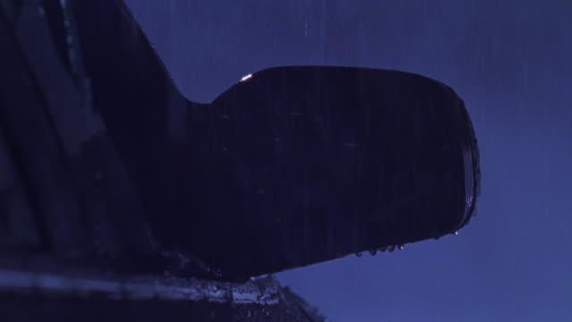 vídeos y material grabado en eventos de stock de rain drips off the rear view mirror and splashes through a broken car window. - retrovisor exterior