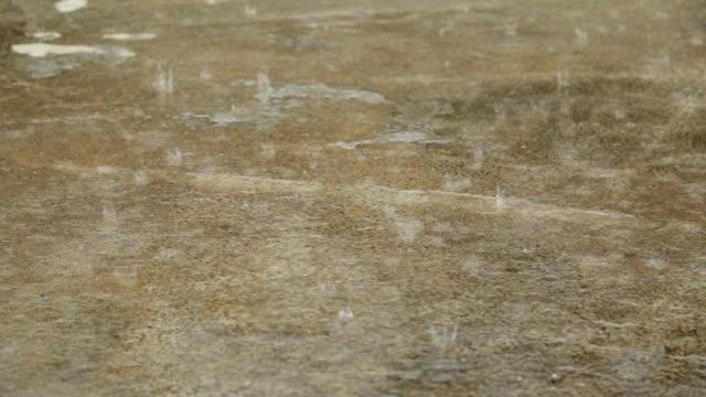 セメントの床 vdo hd 雨ドロップ。 - 床点の映像素材/bロール