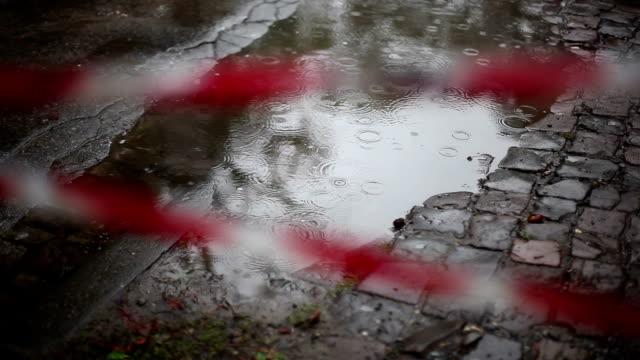 stockvideo's en b-roll-footage met regen vallen op een plas, bestrating - verkoudheidsvirus