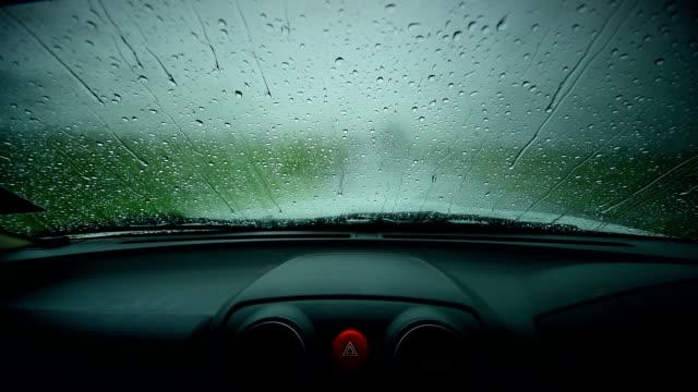 vidéos et rushes de la pluie sur verre de - verre translucide
