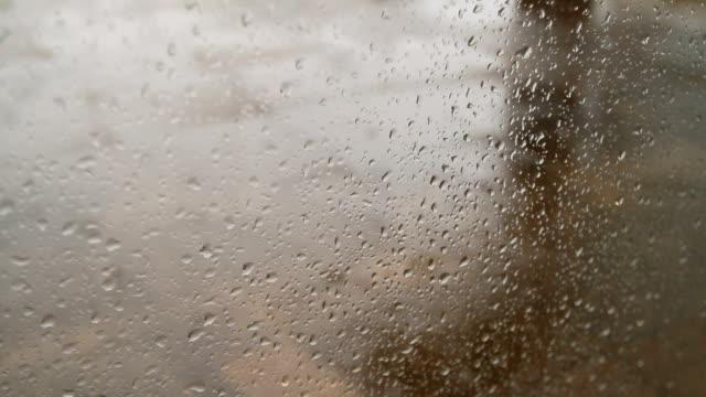 vidéos et rushes de la pluie par la fenêtre - buée