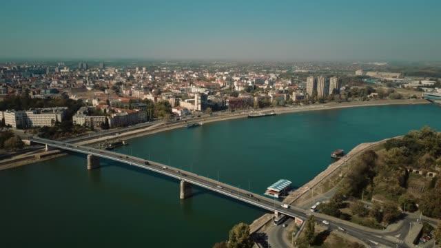 vídeos de stock e filmes b-roll de rainbow bridge and danube river from fortress in novi sad, serbia - rio danúbio