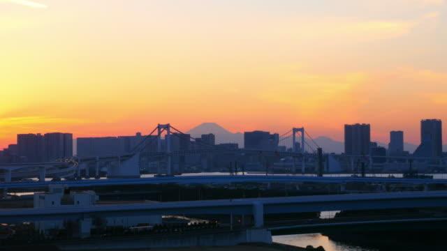 rainbow bridge and m't fuji sunset color at dusk - 固定撮影点の映像素材/bロール