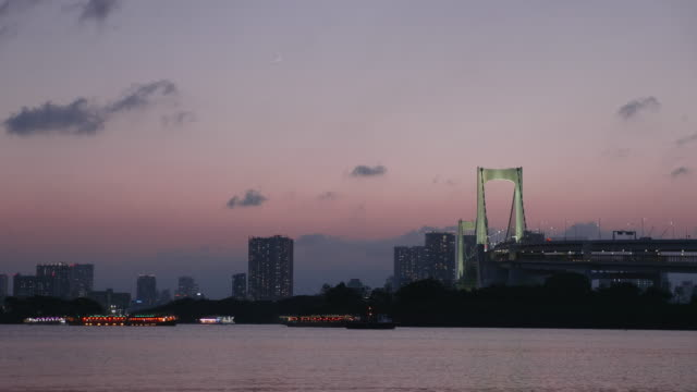 rainbow bridge light up at dusk - tokyo bay stock videos and b-roll footage
