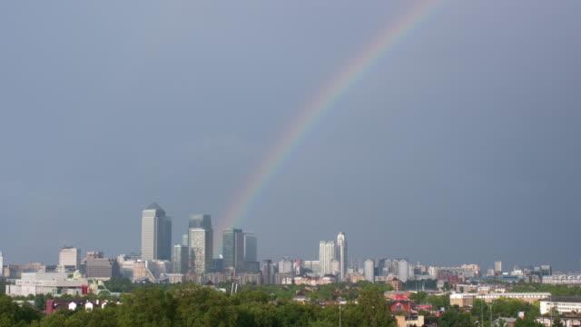 rainbow canary wharf london - 虹点の映像素材/bロール