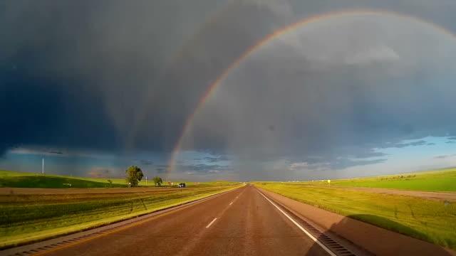 vídeos y material grabado en eventos de stock de rainbow from car, timelapse - arco iris