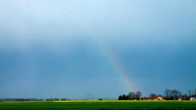 hd :time -lapse (低速度撮影) レインボーのストーム - 虹点の映像素材/bロール