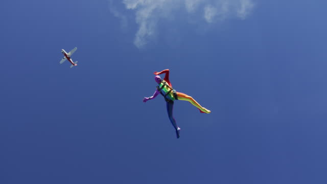rainbow morph suit skydiver - extremsport perspektive stock-videos und b-roll-filmmaterial