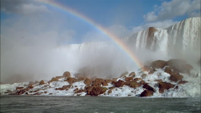 ms, pan rainbow over niagara falls, new york, usa - 巨礫点の映像素材/bロール
