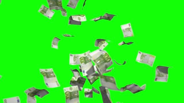 regen geld stock video 100 euro über green screen chroma key hintergrund - geld verdienen stock-videos und b-roll-filmmaterial
