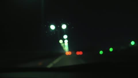 vídeos y material grabado en eventos de stock de tormenta en la carretera - cambio de foco