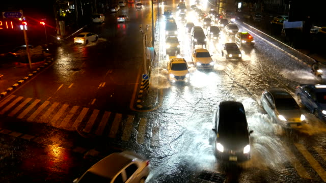 rainy and traffic in economic zone of bangkok at night - extreme weather stock videos & royalty-free footage