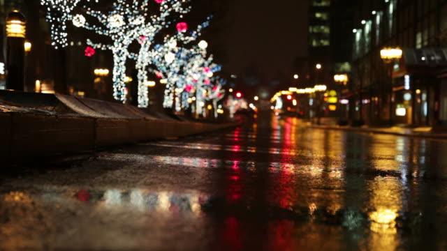 vídeos de stock, filmes e b-roll de chritmas chuvoso - decoração de natal